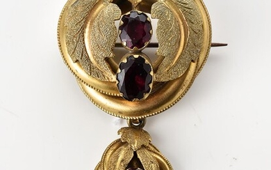 A VICTORIAN PASTE SET BROOCH IN ROLLED GOLD, FEATURING FOLIAGE DECORATION, TOTAL LENGTH 60MM