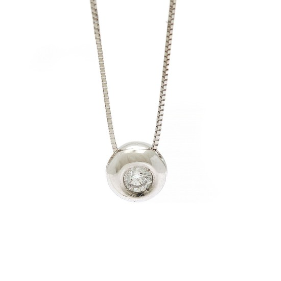 A diamond necklace with a solitaire pendant set with a brilliant-cut diamond, app. 0.13 ct., mounted in 18k white gold. L. app. 42 cm. Pendant diam. app. 7 mm.