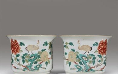 A pair of Chinese enameled porcelain jardinières Late Qing...