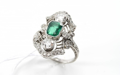 AN ART DECO EMERALD AND DIAMOND PLAQUE RING IN PLATINUM, SIZE J