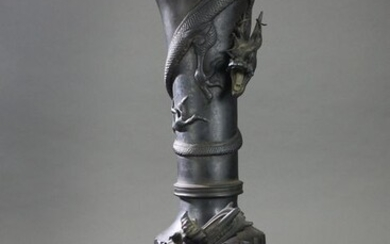 Bottle vase - Bronze - Decorated with dragons and waves - Japan - 19th century