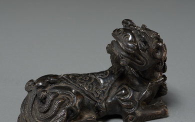 Chinese bronze Foo Lion scroll weight