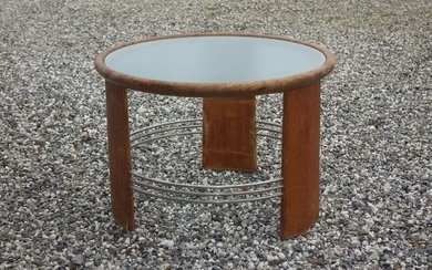 Danish cabinetmaker: Circular Art Deco coffee table of oak with matal rails. Top of glass. Made 1930–1940's. H. 50 cm. Diam. 75 cm.