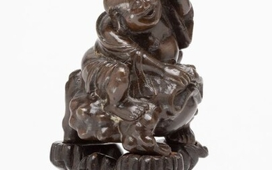 Figure - Bronze, Wood - A Fine Bronze Figure Of Liu Hai Seated On A Three Legged Toad Together With A Carved Fitted Wood Sta - China - 17th/18th Century