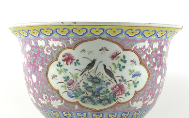 Large Chinese Peranakan Porcelain Lavender Cache-Pot