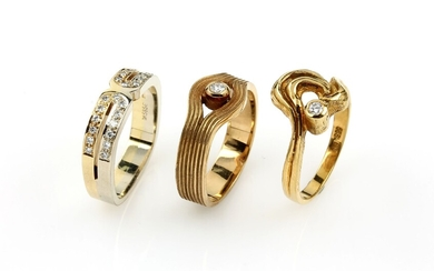 Lot 3 14 kt gold rings with...