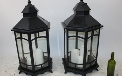 Lot of 2 lantern style solar garden lamps