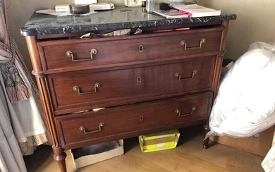 Mahogany chest of drawers with three drawers. Rounded fluted uprights...