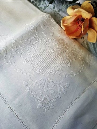 Museum-quality extra pure 100% linen sheet with satin stitch and Rodi stitch embroidery, entirely handmade