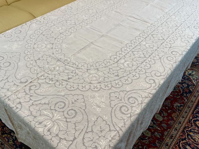 Sicilian embroidered tablecloth for 12 - 280 x 180 cm (13) - Linen - Mid 20th century