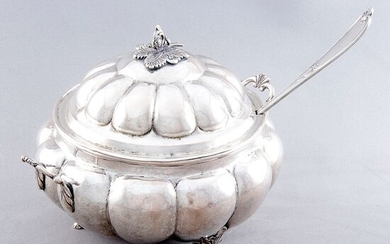 Tureen, Tureen with Ladle - .925 silver - 1.386 gr. - South America - Early 19th century