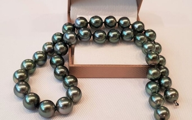 United Pearl - No Reserve Price - 18 kt. White Gold - 10x11mm Top Quality Round Tahitian Pearls - Necklace