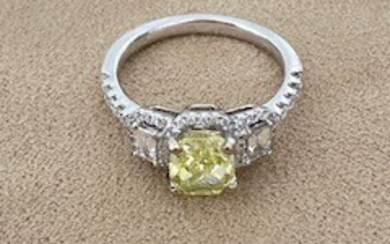 18K (750°/00) white gold ring set with a 1.55 ct Fancy Intense Green Yellow cushion cut diamond weighing 1.55 ct and GIA certified, set with baguette cut and brilliant-cut diamonds. Finger size: 53. Gross weight: 3.80 g
