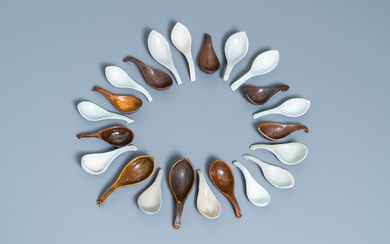 22 Chinese brown- and white-glazed spoons, 17/18th C.