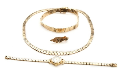 A 14k gold jewellery set, comprising necklace, bracelet and single ear clip. L. 39.5, 20 and 2.8 cm. And a 14k gold lady's wristwatch. L. 17 cm. (4)