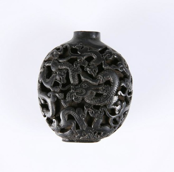 A CHINESE BLACK CINNABAR LACQUER SNUFF BOTTLE, 19TH