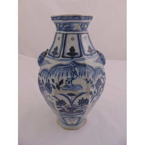 A Chinese Ming style blue and white porcelain vase decorated...
