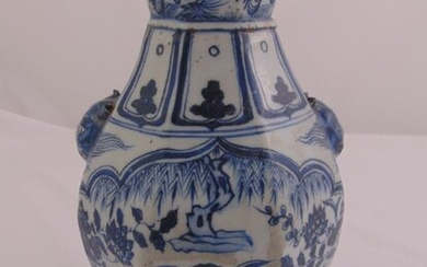 A Chinese Ming style blue and white porcelain vase...