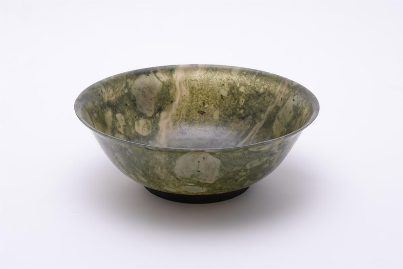 A Chinese spinach jade bowl