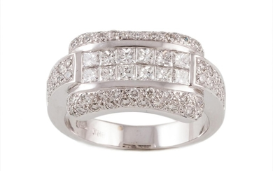 A DIAMOND DRESS RING, with diamonds of approx 1.28ct in tota...