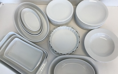 A collection of Pillivuyt dinner service comprising 9 dinner plates, 9 lunch plates, 2 pie dishes, 3 rectangular dishes, 8 oval dishes and 2 soup plates. (33)