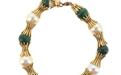 Bracelet in 18 K (750 °/°°°) yellow gold decorated with alternating cultured pearls and green pearls (one rough).
