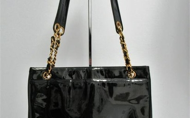 """CHANEL"" Shopper bag in patent leather"