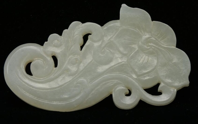 Chinese Qing dynasty carved white jade pendant. Floral