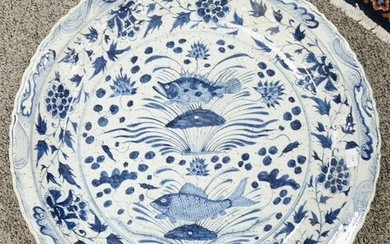 Chinese porcelain blue and white deep charger, dia. 29