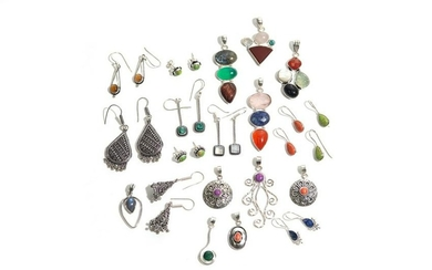 GROUP OF SILVER EARRINGS AND PENDANTS