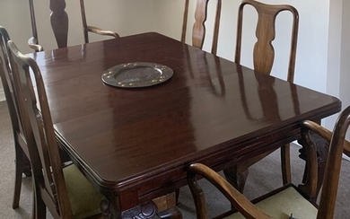 Late Victorian wind-out extending mahogany dining table on b...