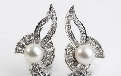 Pearl and diamonds gold earrings
