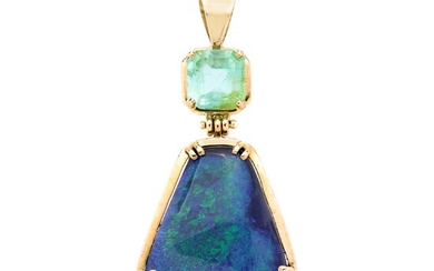 Pendant in yellow gold, green beryl and opal
