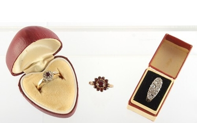 Property of a gentleman - a 15ct white gold diamond cluster ...