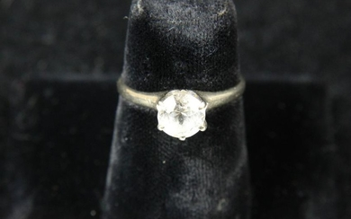 14k white gold ladies ring with solitaire