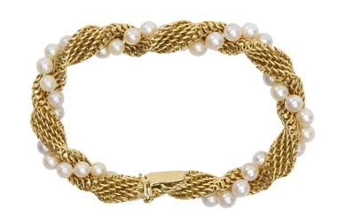 A CULTURED PEARL AND GOLD BRACELET