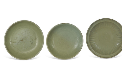 A GROUP OF THREE LONGQUAN CELADON DISHES, MING DYNASTY (1368-1644)