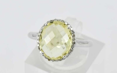 A LEMON QUARTZ SET RING