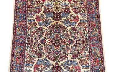 A PERSIAN SAROUQ CARPET. 100% FINE WOOL PILE. FINELY HAND-KNOTTED SAROUQ WEAVE WITH CLASSIC DESIGN OF CENTRAL FLORAL MEDALLION WITH...