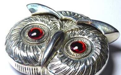 A SILVER PLATED OWL MASK FIRM VESTA CASE Hinged lid with gla...