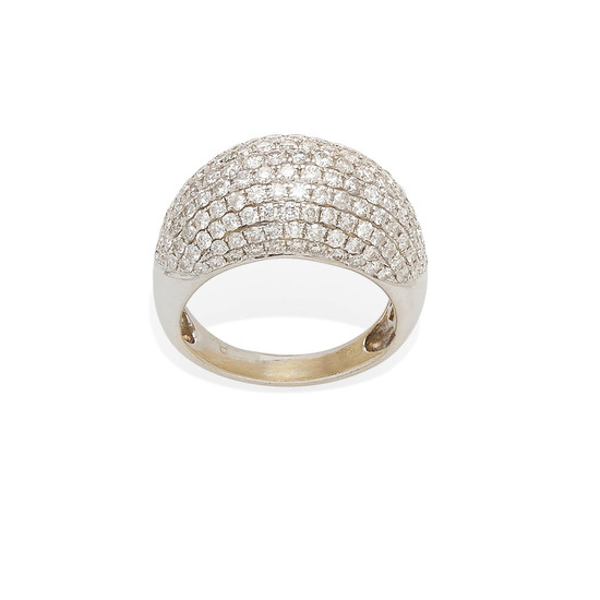 A white gold and diamond bombe ring