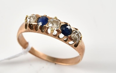 AN ANTIQUE DIAMOND AND SAPPHIRE RING IN 18CT GOLD, SIZE S