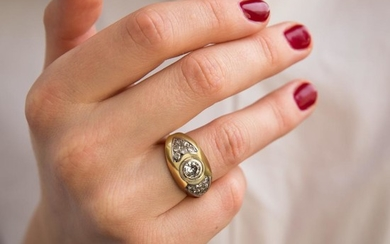 BAGUE JONC DIAMANT A diamond and gold ring.