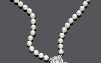 PEARL AND DIAMOND NECKLACE, WITH CLIP/PENDANT BY CARTIER, ca. 1930-1950.