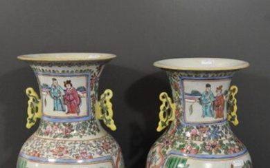 Pair of Chinese vases, early 20th century (H:40cm)