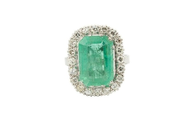 Ring with emerald and diamonds, 20th/21th Century, ~