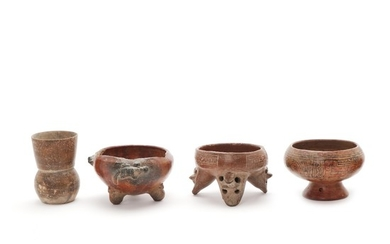 Three red-fired clay vessels - two as a tripod, decorated with line decoration and a beaker. Costa Rica - Nicoya 500–1000 AD. H. 8–10 cm. (4)