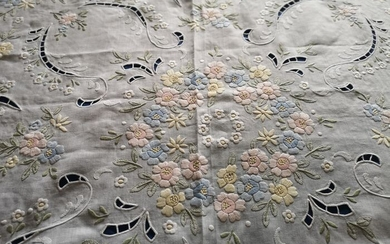 Very rich 100% pure linen bedspread with floral stitch embroidery - 260 x 280 cm - Linen - AFTER 2000