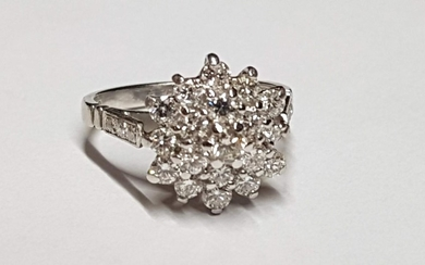 Vintage 18ct White Gold Diamond Daisy Ring made Up of 19 Sto...