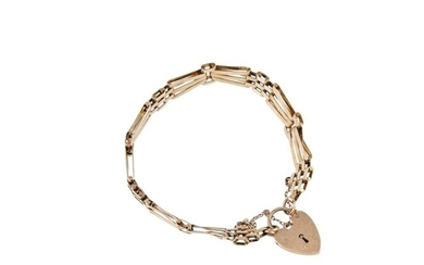 A 9CT YELLOW GOLD GATE BRACELET, with padlock, 13.9 g